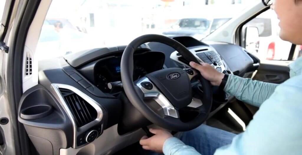 Место водителя Ford Tourneo Custom