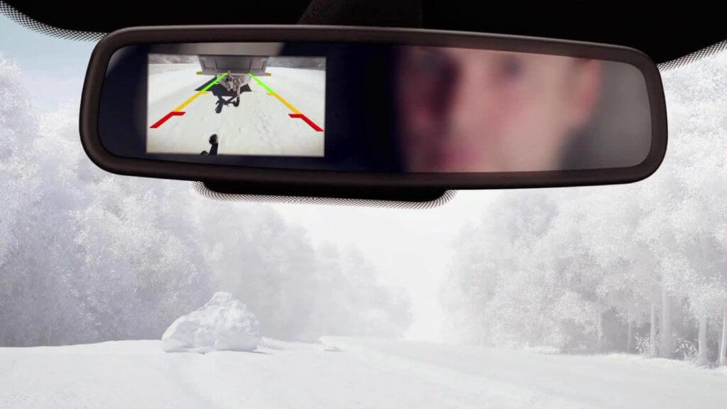 Камера при движении назад встроенная в салонное зеркало
